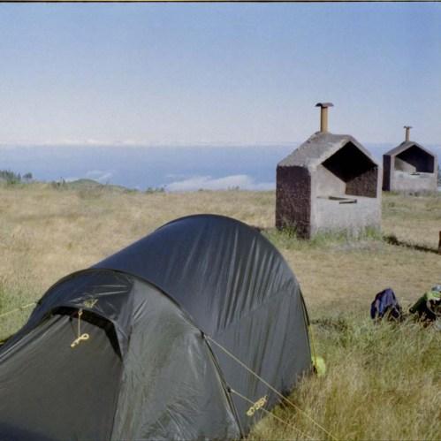 Zelten auf einem Trekkingplatz auf Madeira.