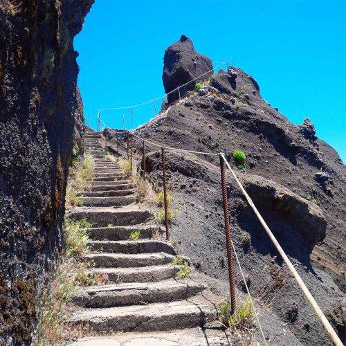 Große und kleine Trepppen auf dem Weg zum Pico Ruivo.