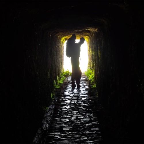 Tunnel auf dem Weg zum höchsten Berg von Madeira.