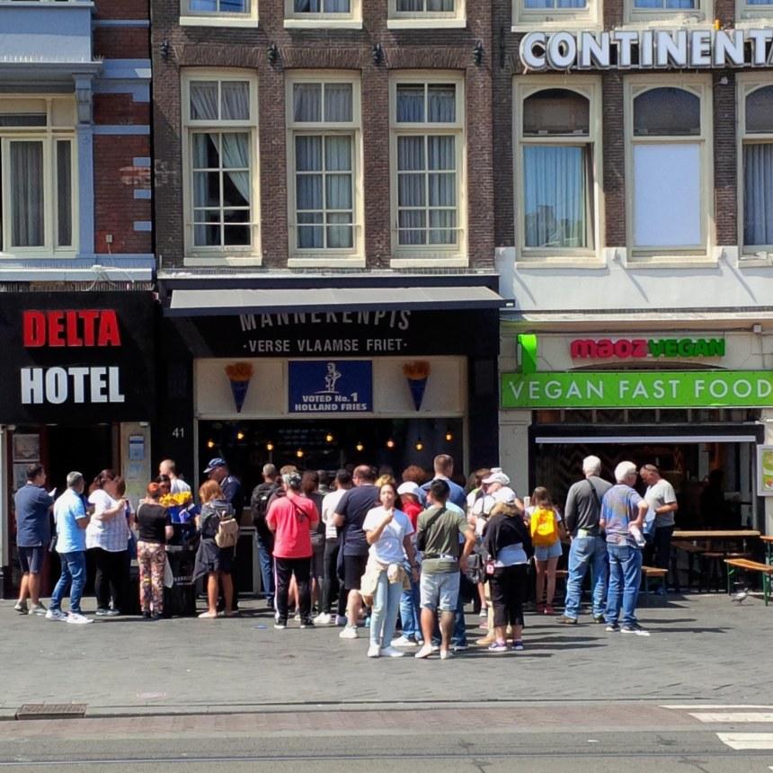 pommes_amsterdam_touristen